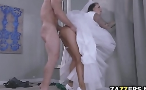Juelz Ventura let Johnny Castle fuck her in the ass