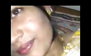 Indian Hot Beautiful newly married girlfriend allow her husband to boob pressing - Wowmoyback
