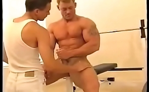 BODYBUILDER GAY WORKSHIP